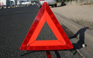 За сколько метров устанавливается знак аварийной остановки